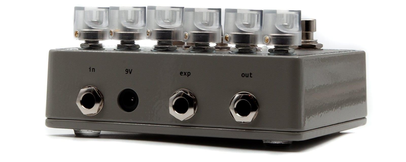 Jacks y entrada de pedal de expresión en la parte superior del SolidGoldFX NU-33 Vinyl Engine