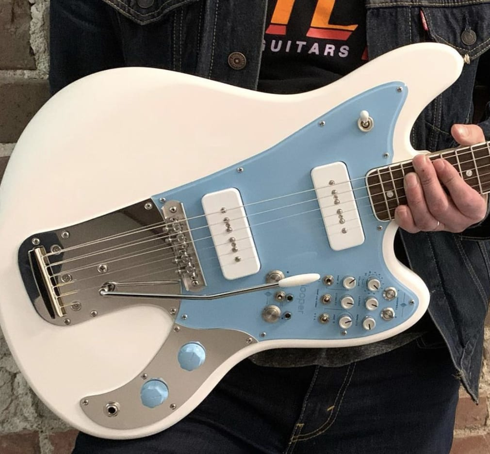 BilT Guitars Revelator con Chase Bliss Blooper incorporado