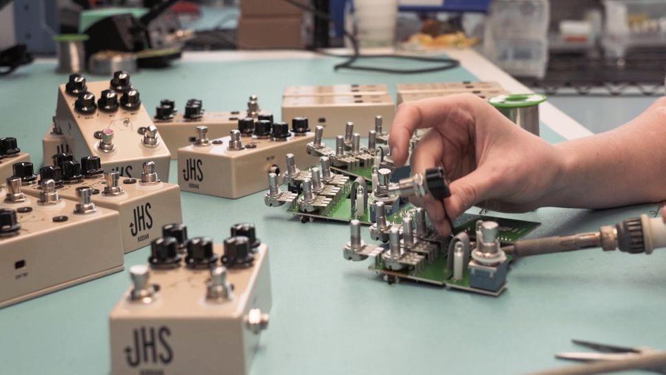 JHS fabricando pedales