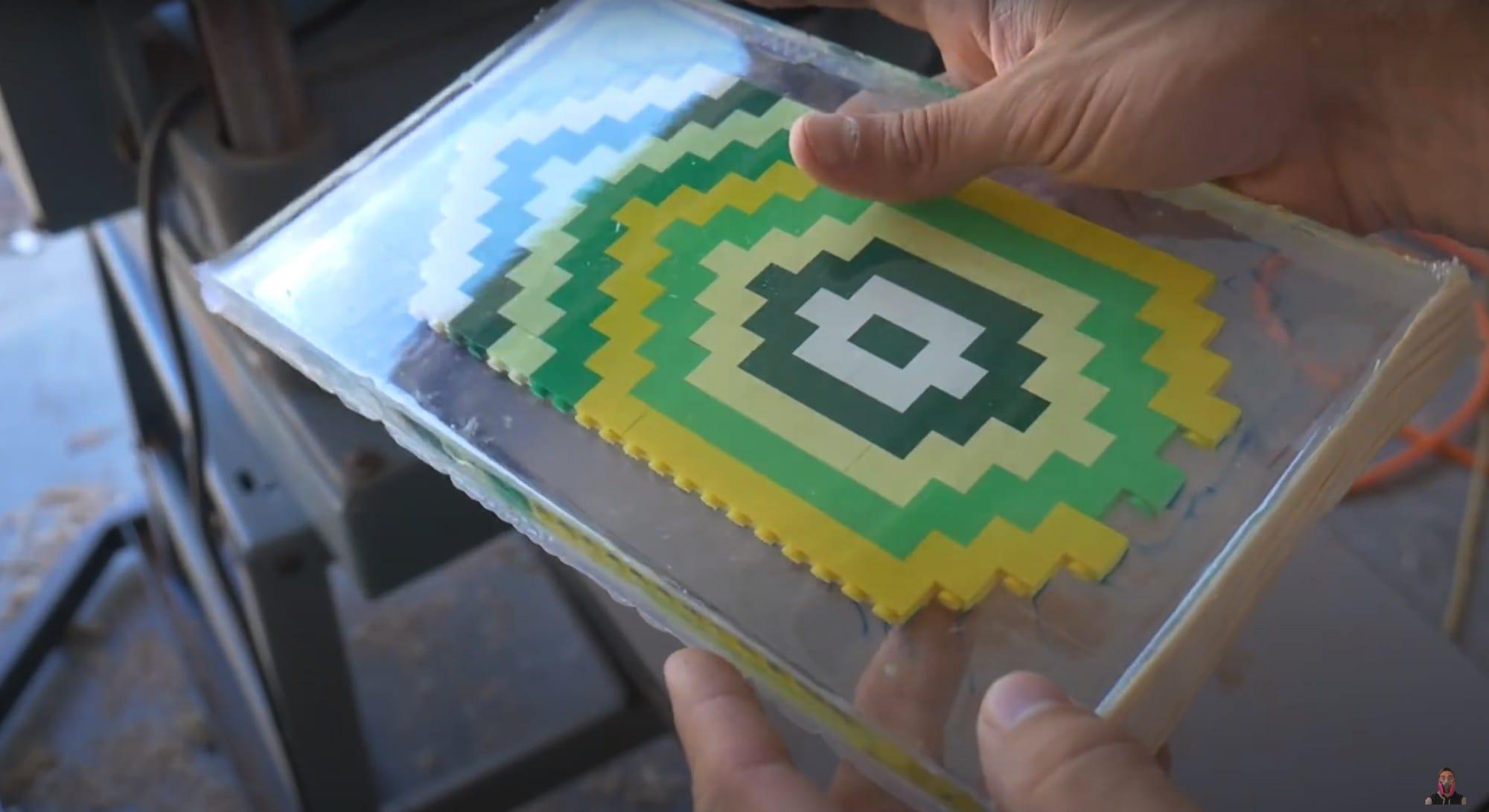 Chapa de LEGO sellada con epoxi